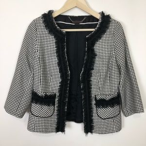 Whbm size 6 black and white peplum back blazer